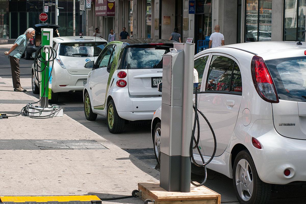 Primero Francia y ahora Reino Unido: Prohibida la venta de vehículos gasolina y diésel nuevos en 2040