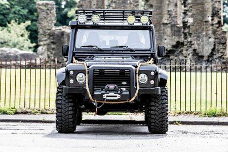 "¡Siéntete como James Bond! A subasta un Land Rover Defender SVX ""Spectre"""