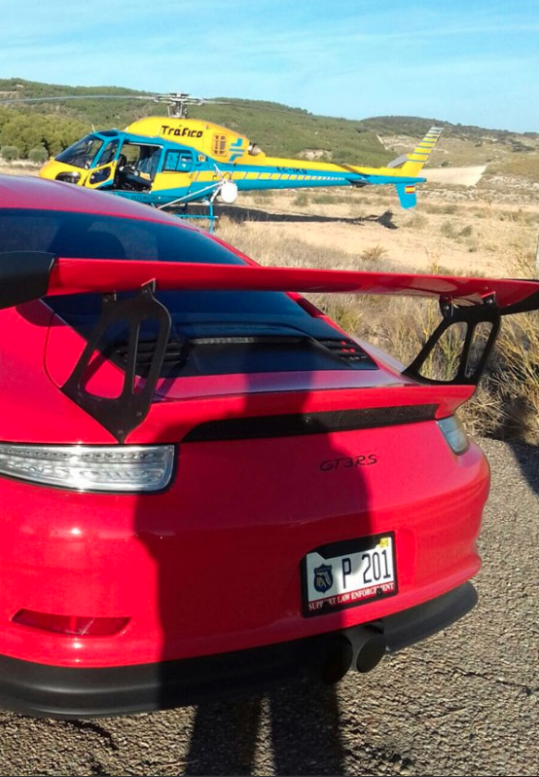 Este Porsche 911 GT3 RS ha batido el récord de la velocidad máxima registrada por el helicóptero de la DGT