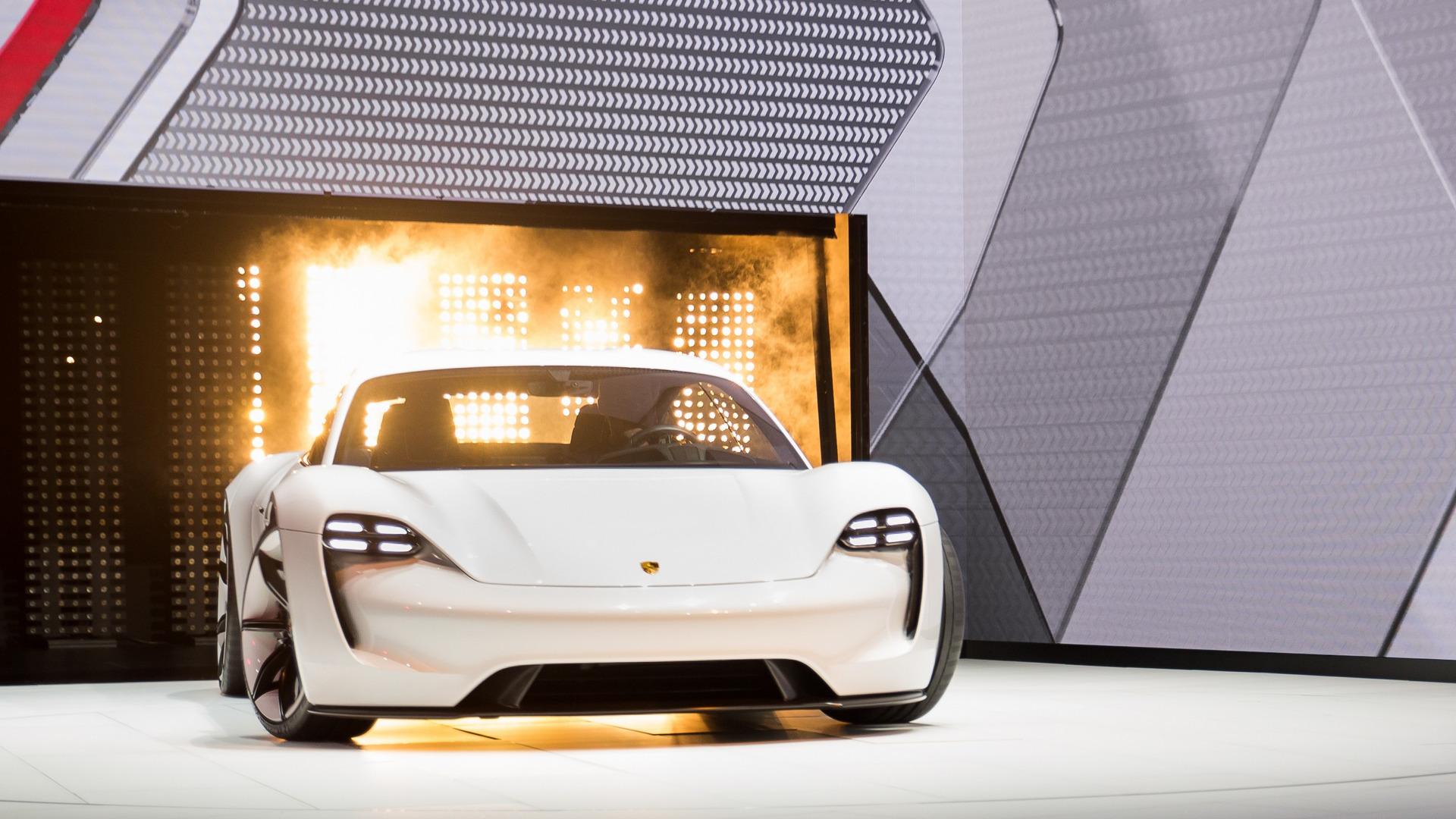 Porsche pone paso firme con el Mission E: lo veremos en 2019