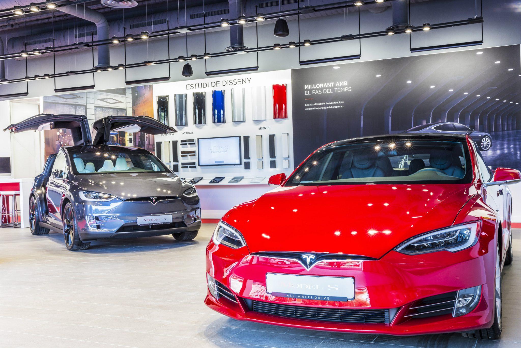 Tesla abre su primer taller en Barcelona: El próximo taller se abrirá en Madrid