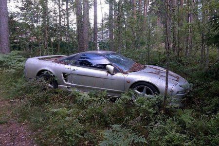 ¿Cómo ha acabado este Honda NSX abandonado en un bosque ruso?