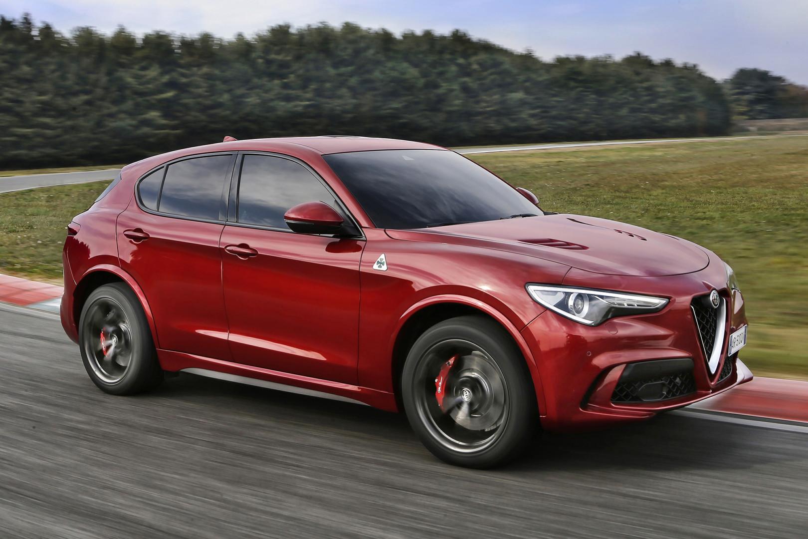 Alfa Romeo ya perfila el gran SUV: siete asientos, híbrido y 400 caballos