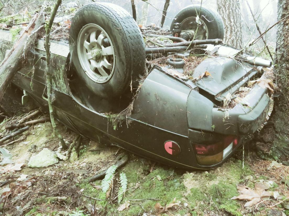 27 años después, este Porsche 924 robado aparece en un bosque de Oregón accidentado