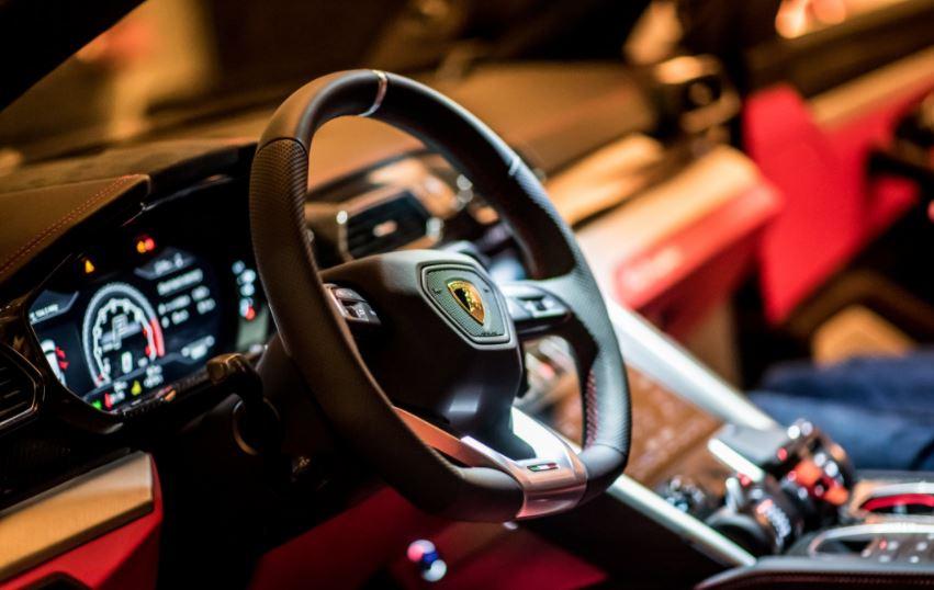 Así es el Lamborghini Urus en blanco, desde Singapur