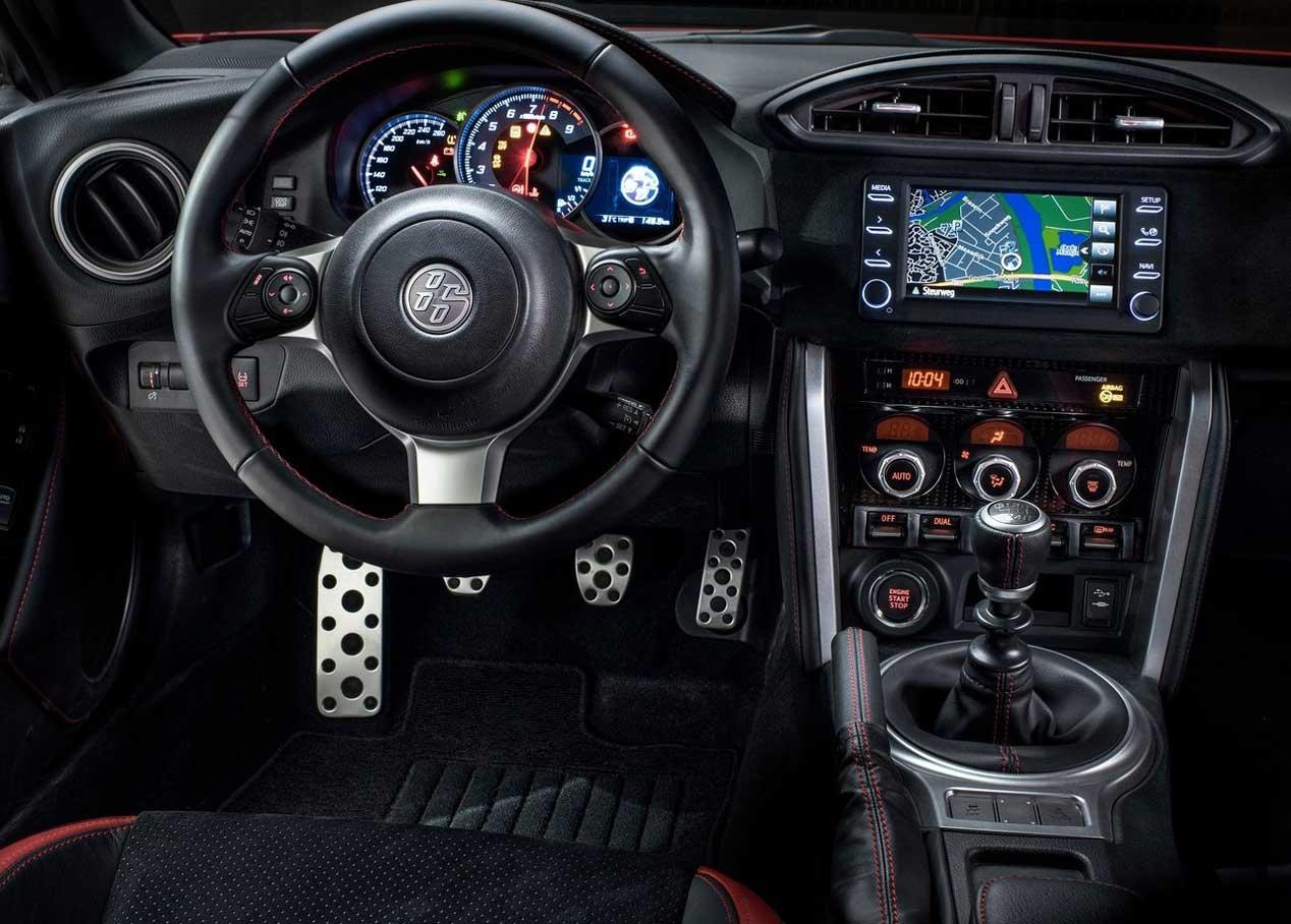 Toyota GT86 2018: Mismo motor 2.0 bóxer de 200 CV, pero frenos Brembo de serie