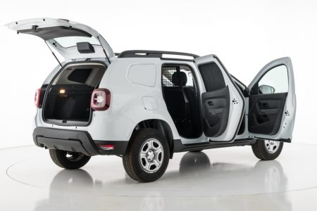 Así luce la versión comercial del Dacia Duster: Austero y con gran capacidad de carga