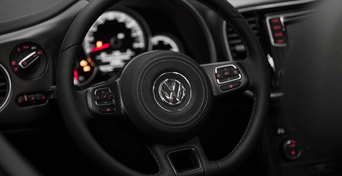 el-volkswagen-beetle-cabrio-de-abt-se-transforma-por-completo-asi-luce-ahora-esta-unidad-personalizada-10