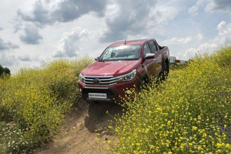 Toyota Hilux Invincible: Así es la serie especial más cara y equipada del pick-up