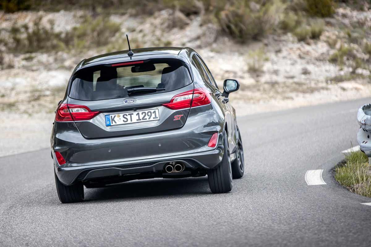 ¿Veremos finalmente el Ford Fiesta RS? Parece que llegaría junto con un Fiesta ST con cambio de doble embrague