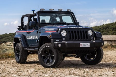 Así es el Jeep Wrangler modificado con los que patrulla la policía italiana en la playa