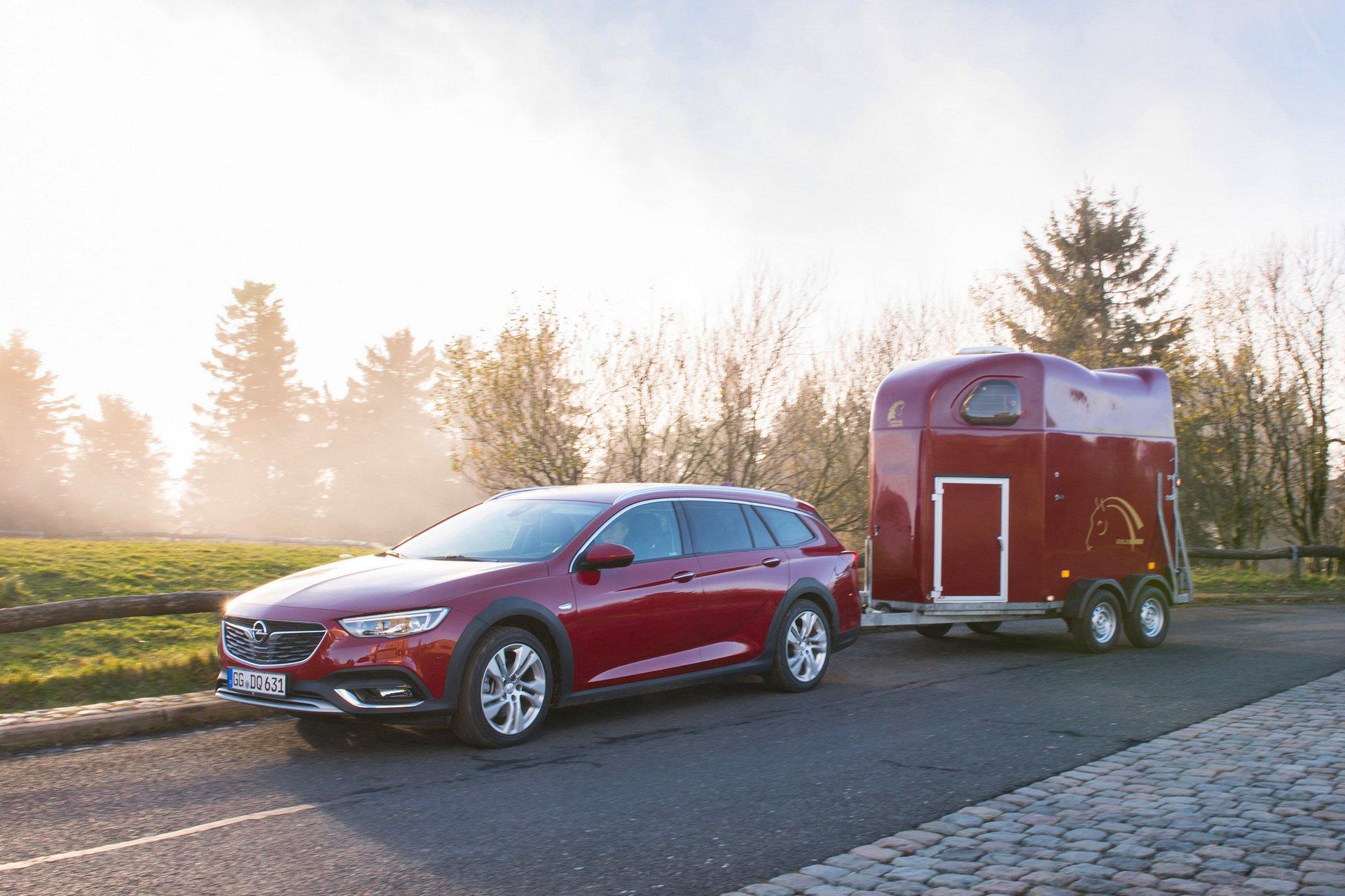 Pintar tu Opel Insignia con un color exclusivo tiene un alto precio: 5.900 euros