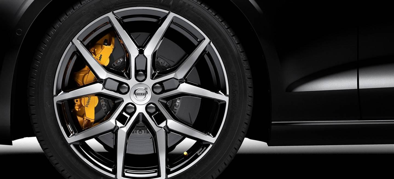 Volvo S60 T8 Polestar Engineered: Así arranca la gama de deportivos híbridos
