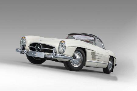 Un Mercedes-Benz 300SL Roadster con 1.372 km se ha subastado por 3,1 millones de euros