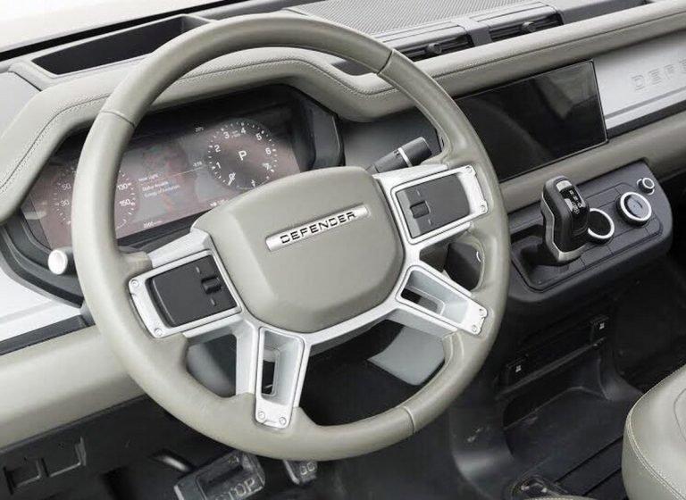 Así es el interior del nuevo Land Rover Defender: Un cambio radical