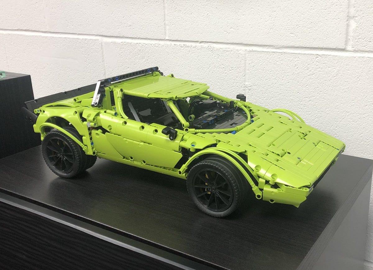 ¿Quieres un Lancia Stratos de LEGO? Si tienes el kit del Porsche 911 GT3 RS, puedes hacerlo