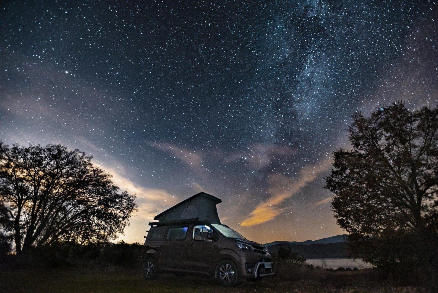 Toyota también se une a la moda camper: Así es el Proace Verso Camper