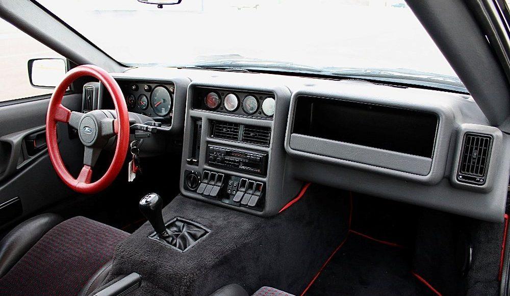alguien-ha-pagado-250-000-euros-por-un-ford-rs200-de-color-negro-con-menos-de-2-000-km-11