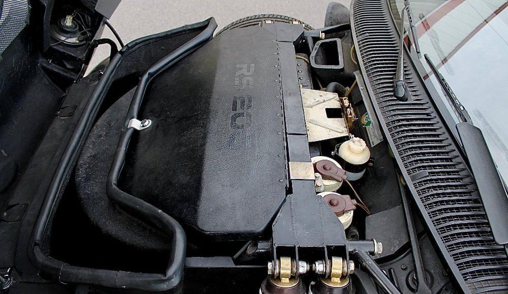 alguien-ha-pagado-250-000-euros-por-un-ford-rs200-de-color-negro-con-menos-de-2-000-km-12
