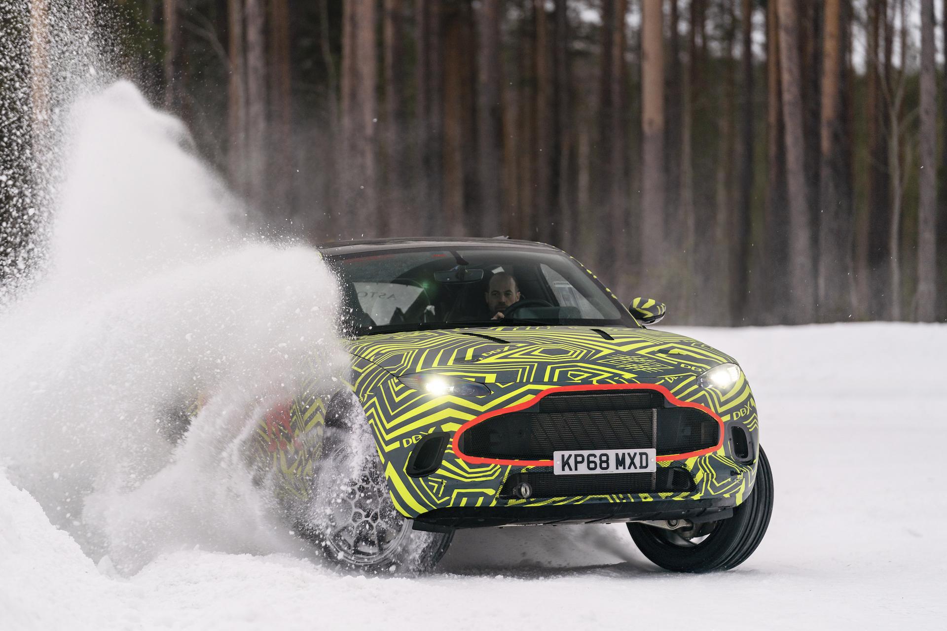 El Aston Martin DBX rueda sobre el hielo: más detalles