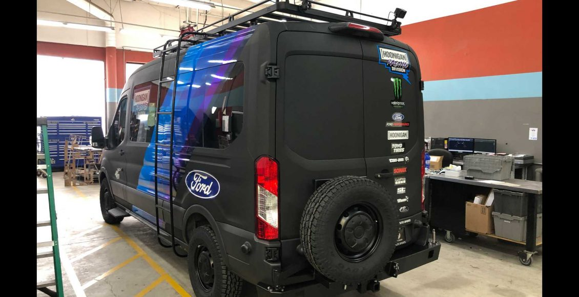 la-ford-transit-que-acompanan-a-ken-block-son-asi-de-espectaculares-310-cv-traccion-4×4-y-doble-turbo-03
