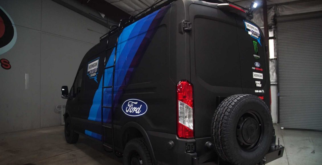 la-ford-transit-que-acompanan-a-ken-block-son-asi-de-espectaculares-310-cv-traccion-4×4-y-doble-turbo-04