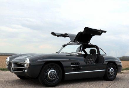 """Este Mercedes-Benz 300SL """"Alas de gaviota"""" es en realidad un Mercedes SLK... y está a la venta"""