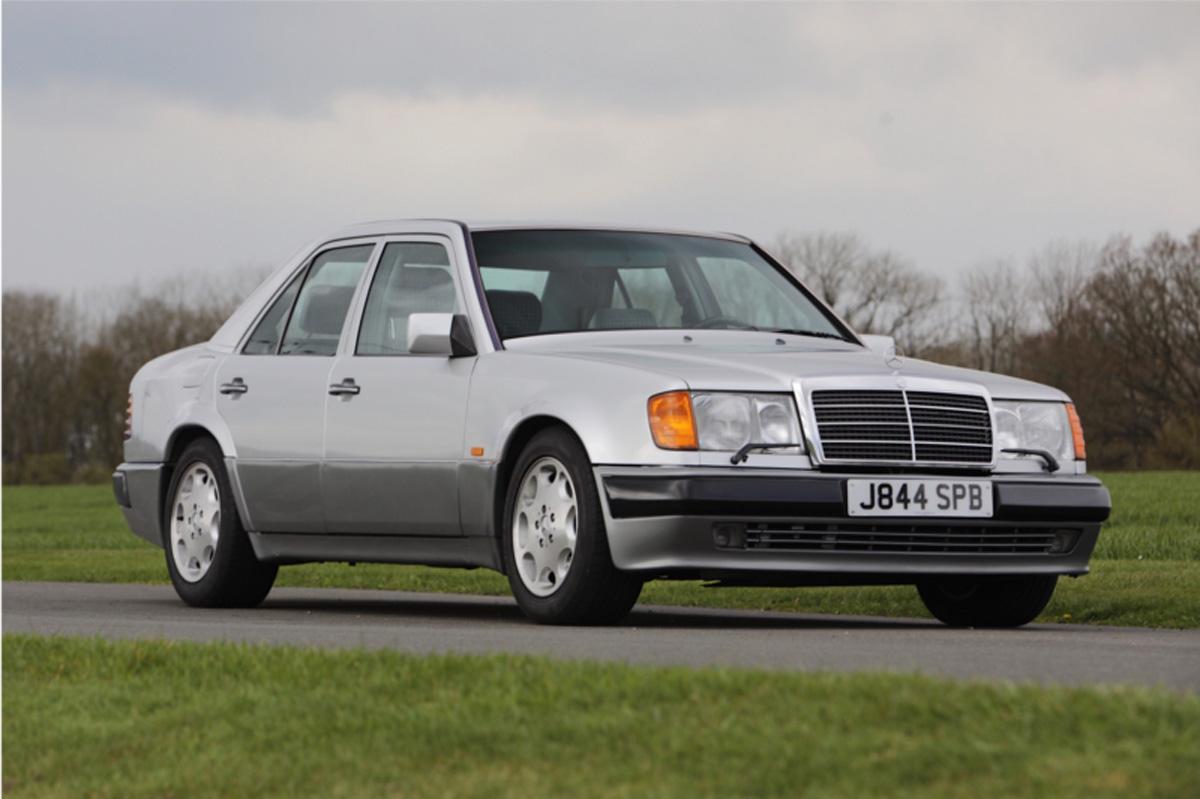 ¿Quieres hacerte con el Mercedes 500 E de Rowan Atkinson? Ahora sale a subasta y puede ser tuyo