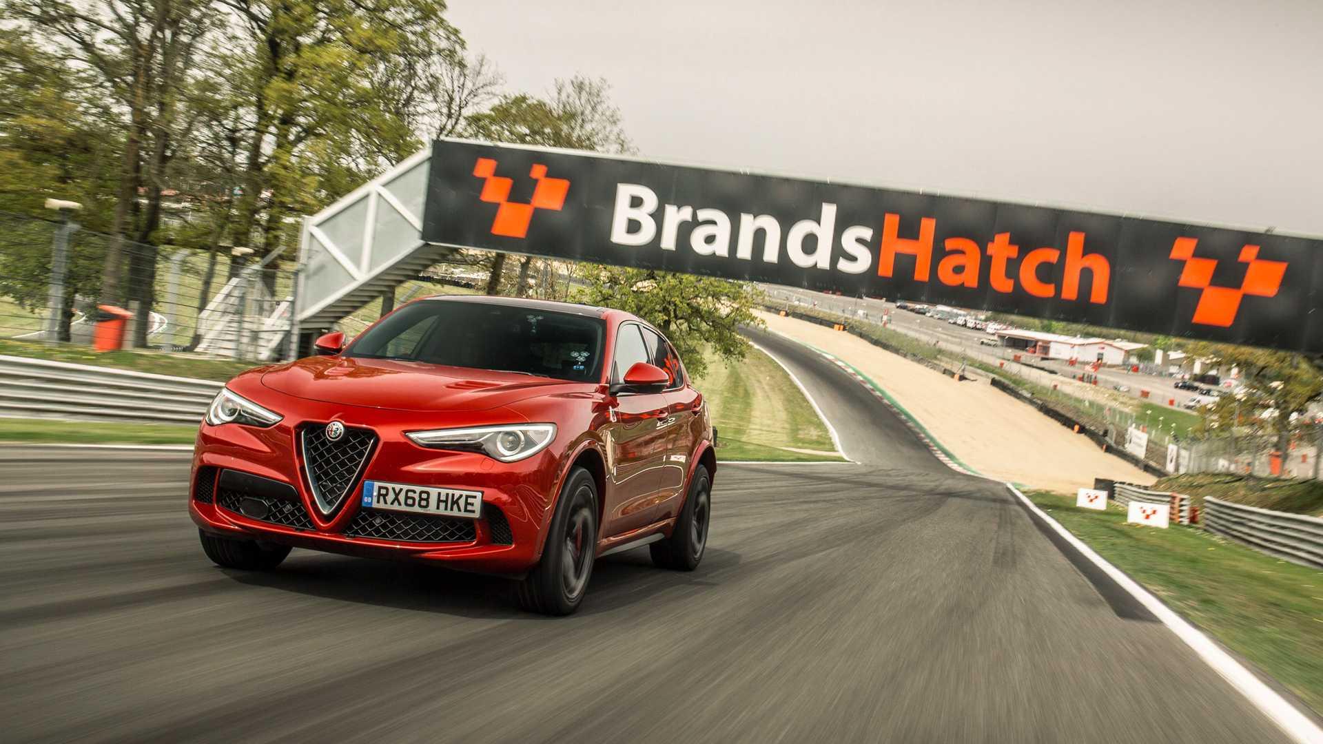 El Alfa Romeo Stelvio establece tres nuevos récords en circuitos británicos