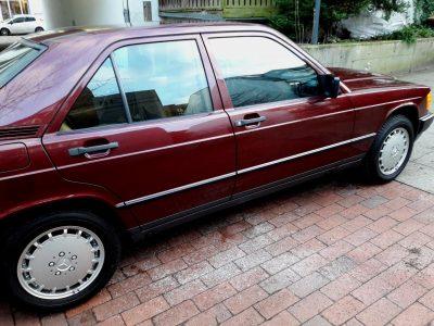 ¿Te gastarías 49.900 euros en un Mercedes-Benz 190 E 2.3 de 1986 casi a estrenar?