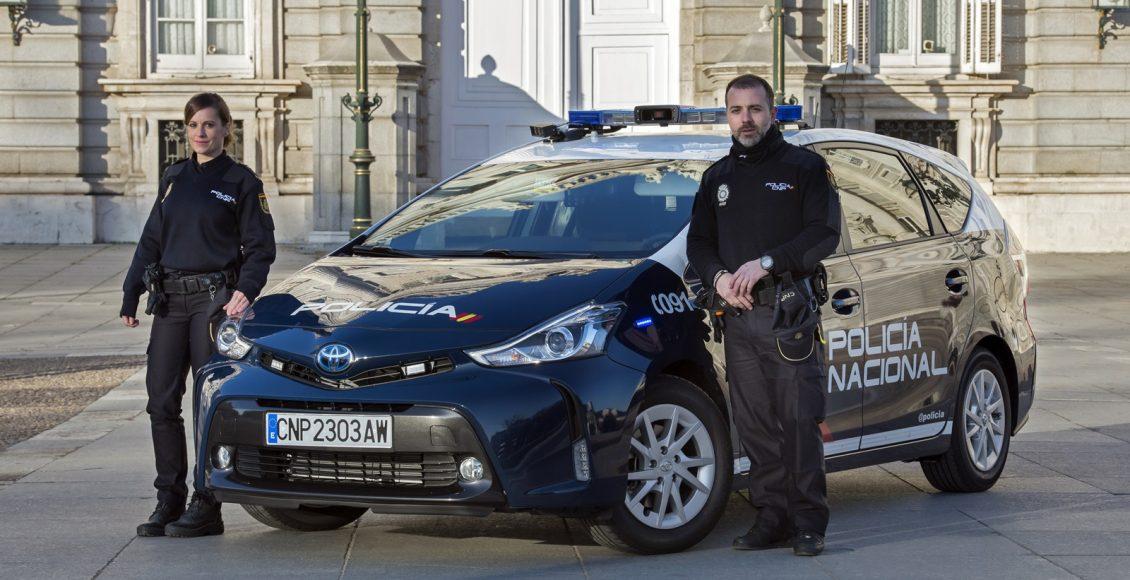 Toyota-Prius-Policía-Nacional-2