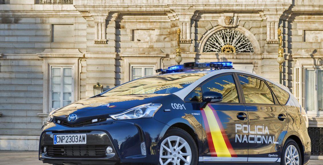 Toyota-Prius-Policía-Nacional-1