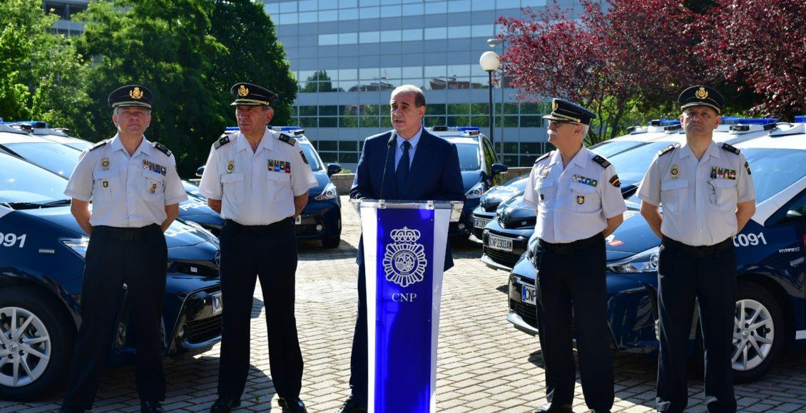 Toyota-Prius-Policía-Nacional-12