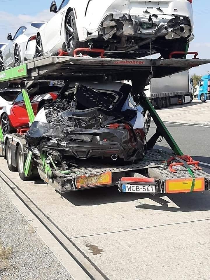Llora de dolor: Estos Toyota Supra 2020 sufrieron un accidente de camino a Europa