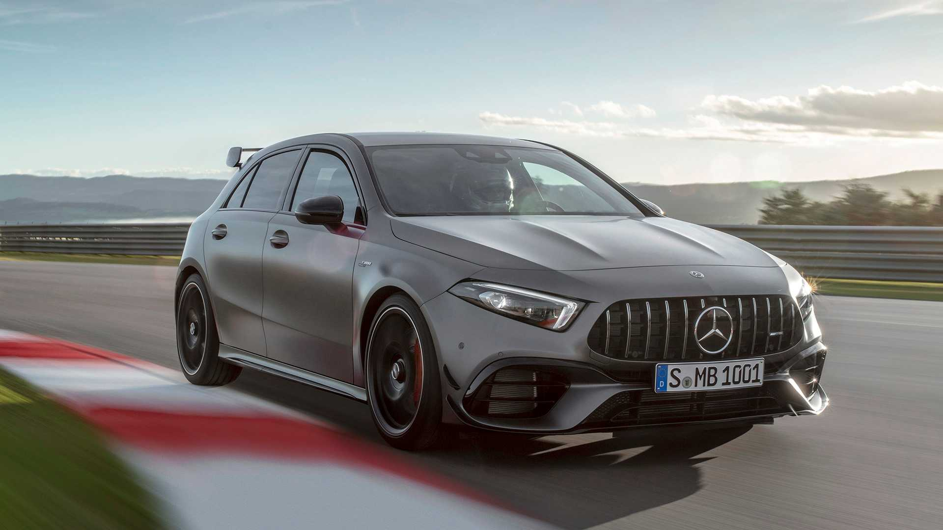 Oficial: nuevos Mercedes AMG A 45 S y CLA 45 S