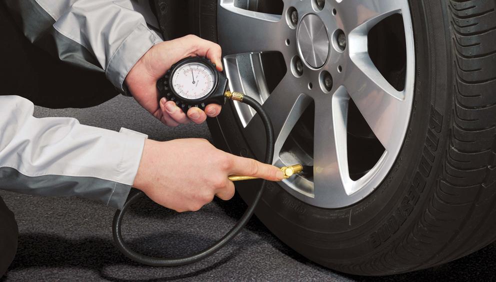 ¿Qué pasa cuando hinchamos demasiado los neumáticos de nuestro vehículo?
