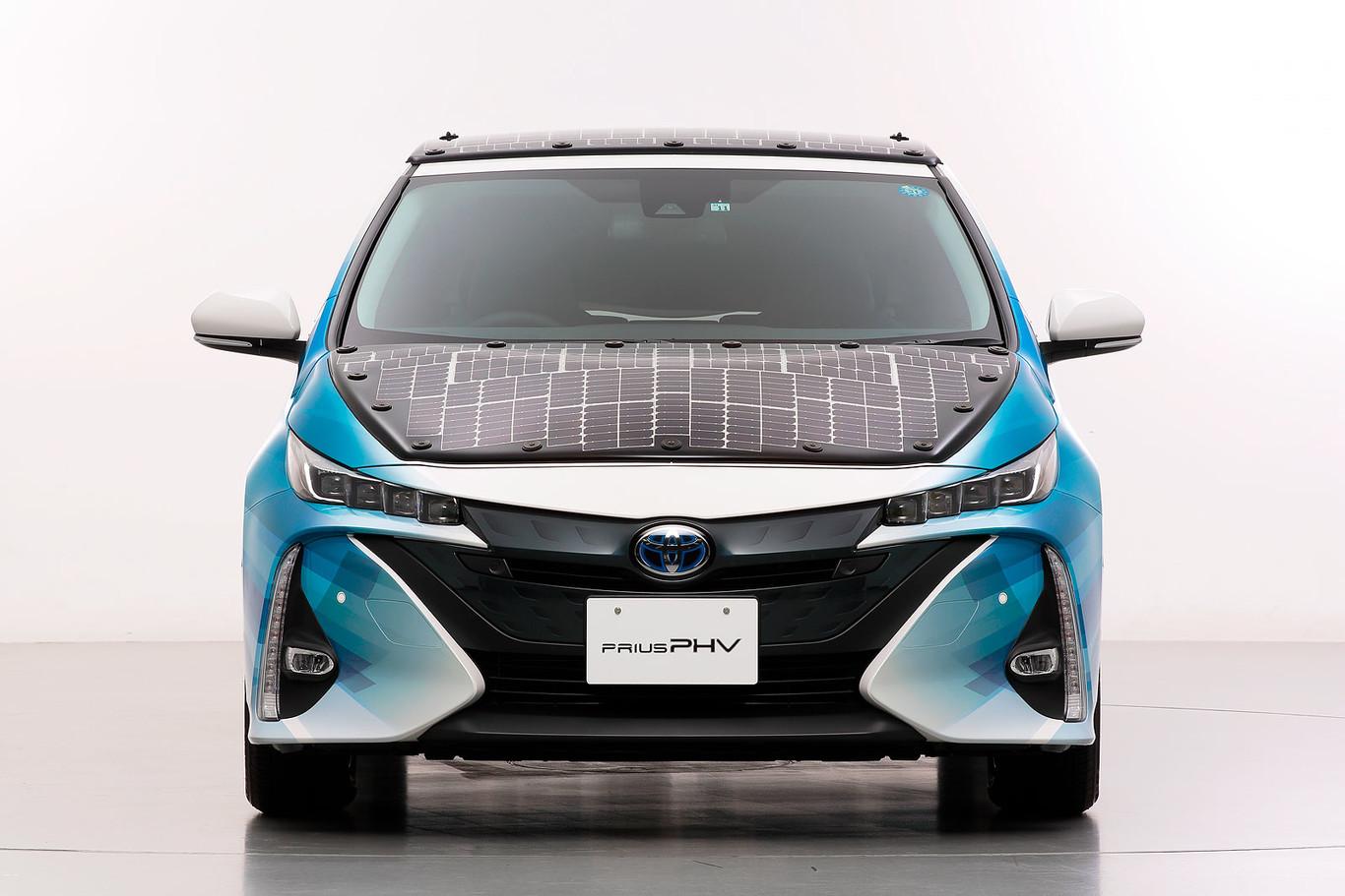 Toyota ha desarrollado un Prius PHEV que recarga las baterías en marcha con paneles solares
