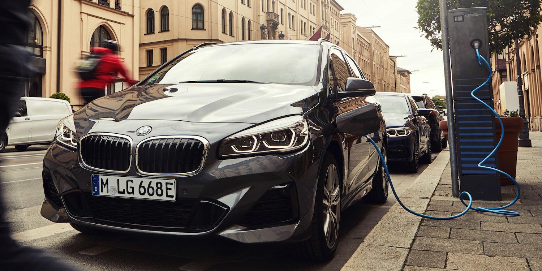 El BMW 225xe Active Tourer también mejora su autonomía: 57 km en modo 100% eléctrico