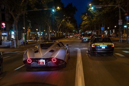 El Hispano-Suiza Carmen de 1,5 millones de euros se da una vuelta por las calles de Barcelona