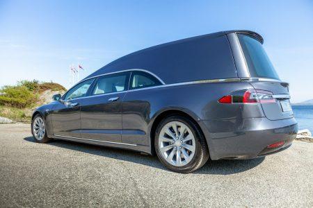 Existe una unidad fúnebre del Tesla Model S y puede ser tuya por cerca de 180.000 euros