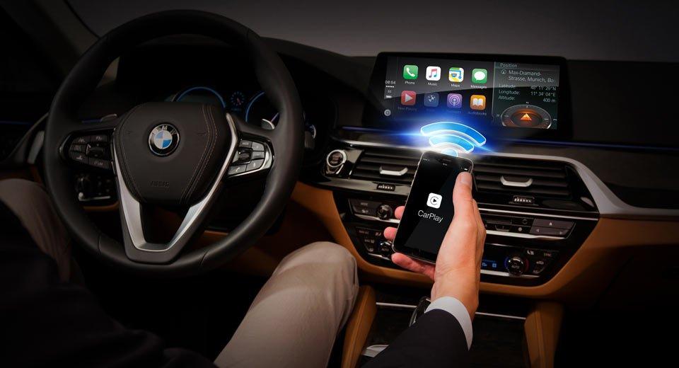 ¿Por qué BMW cobra 110 euros al año por usar CarPlay en sus vehículos y otros fabricantes no?
