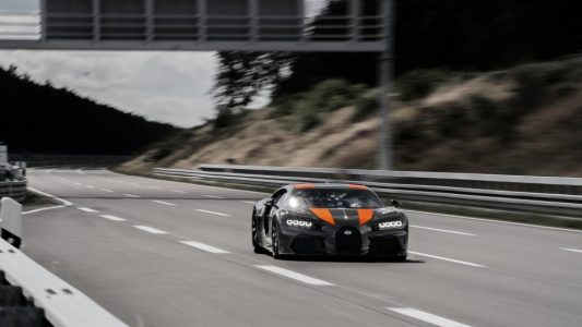 Este prototipo de Bugatti Chiron Sport ha roto el récord de velocidad al llegar a los 490 km/h