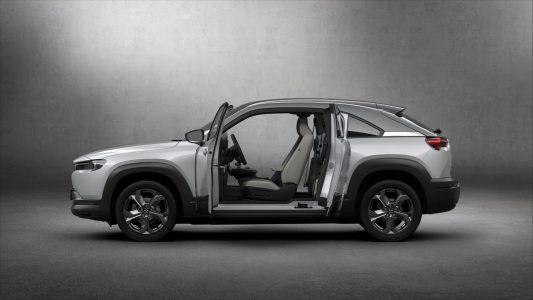 Mazda MX-30: El primer eléctrico de la compañía tiene 200 km de autonomía puertas traseras de apertura contraria