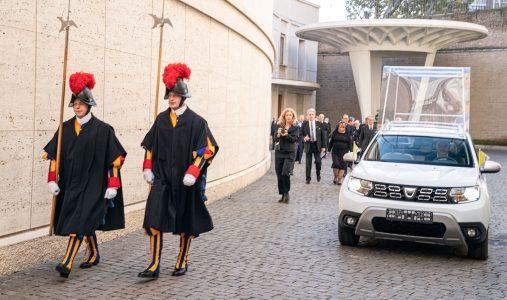 Dacia Duster 4x4: El nuevo Papamóvil, así es el coche del Papa Francisco