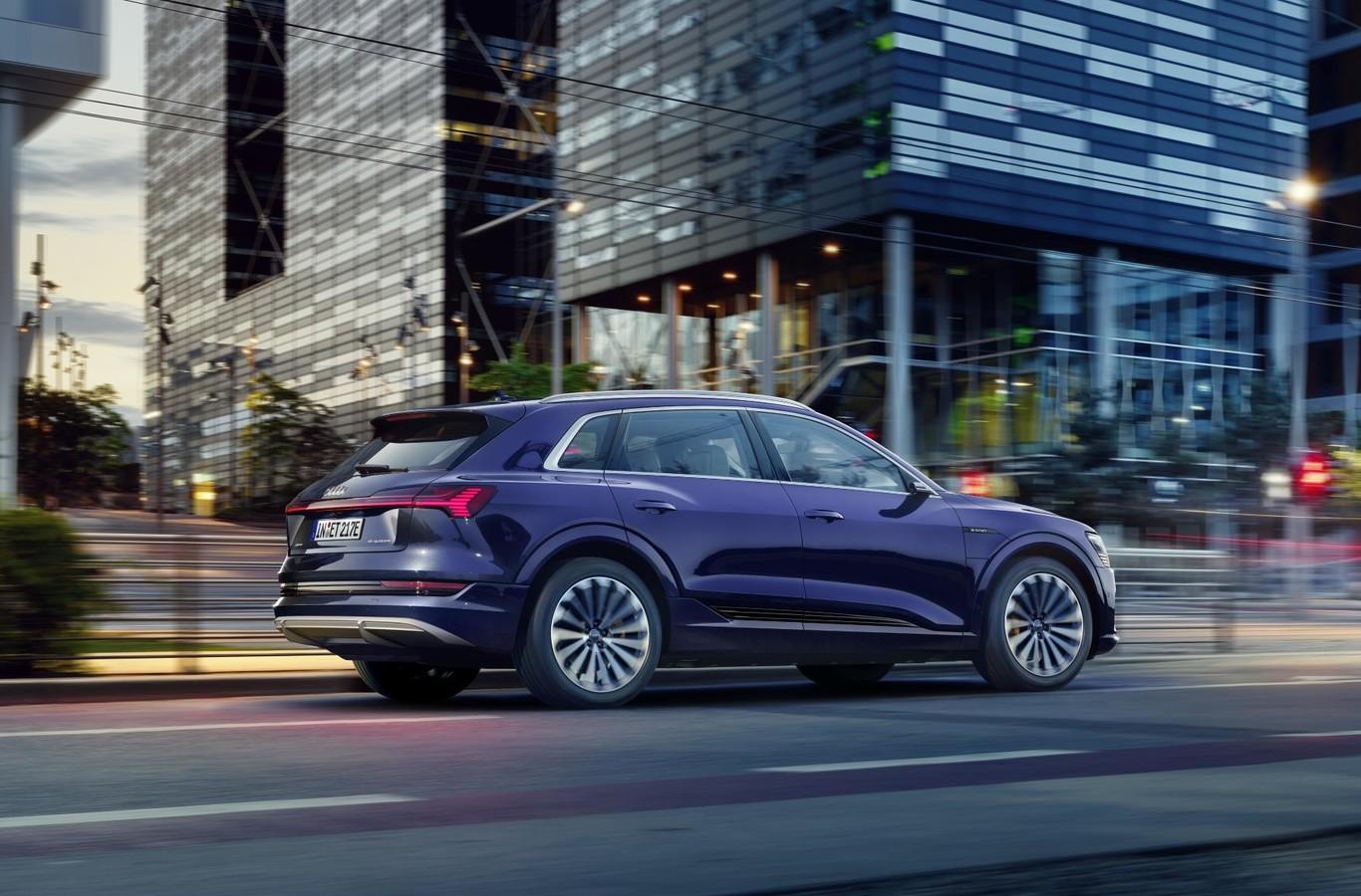 El Audi e-tron recibe una actualización y aumenta su autonomía con 25 km adicionales