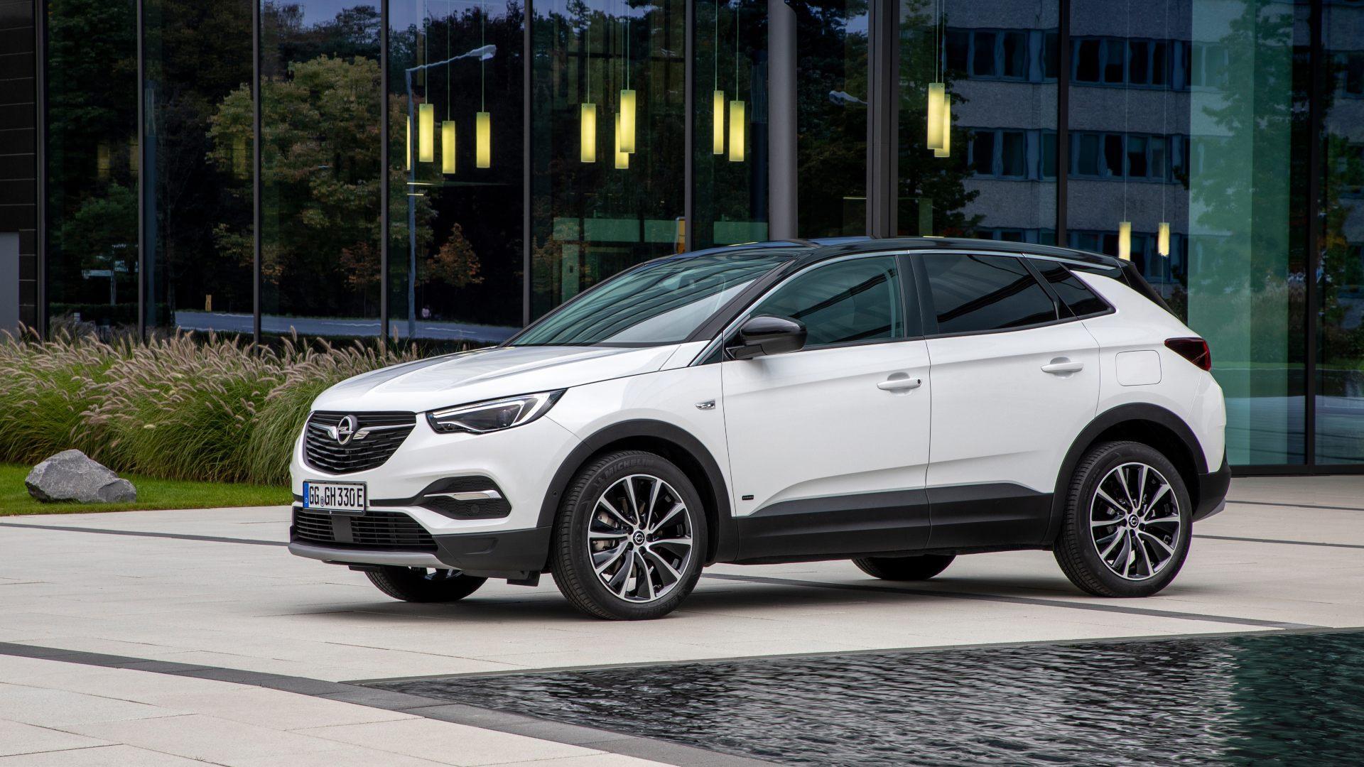 El Opel Grandland X PHEV ya está disponible con tracción delantera y 57 km de autonomía eléctrica