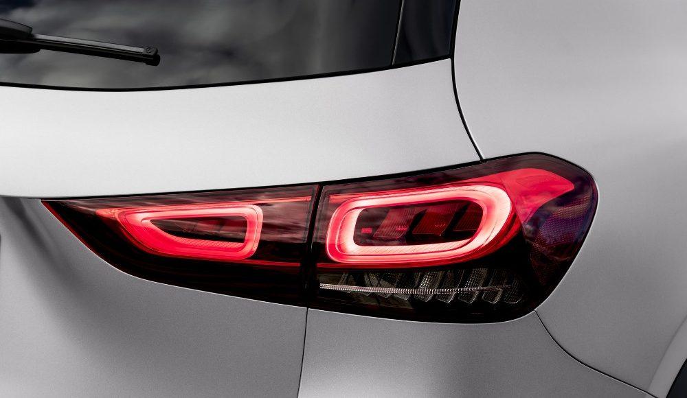 Mercedes-GLA-2020-11