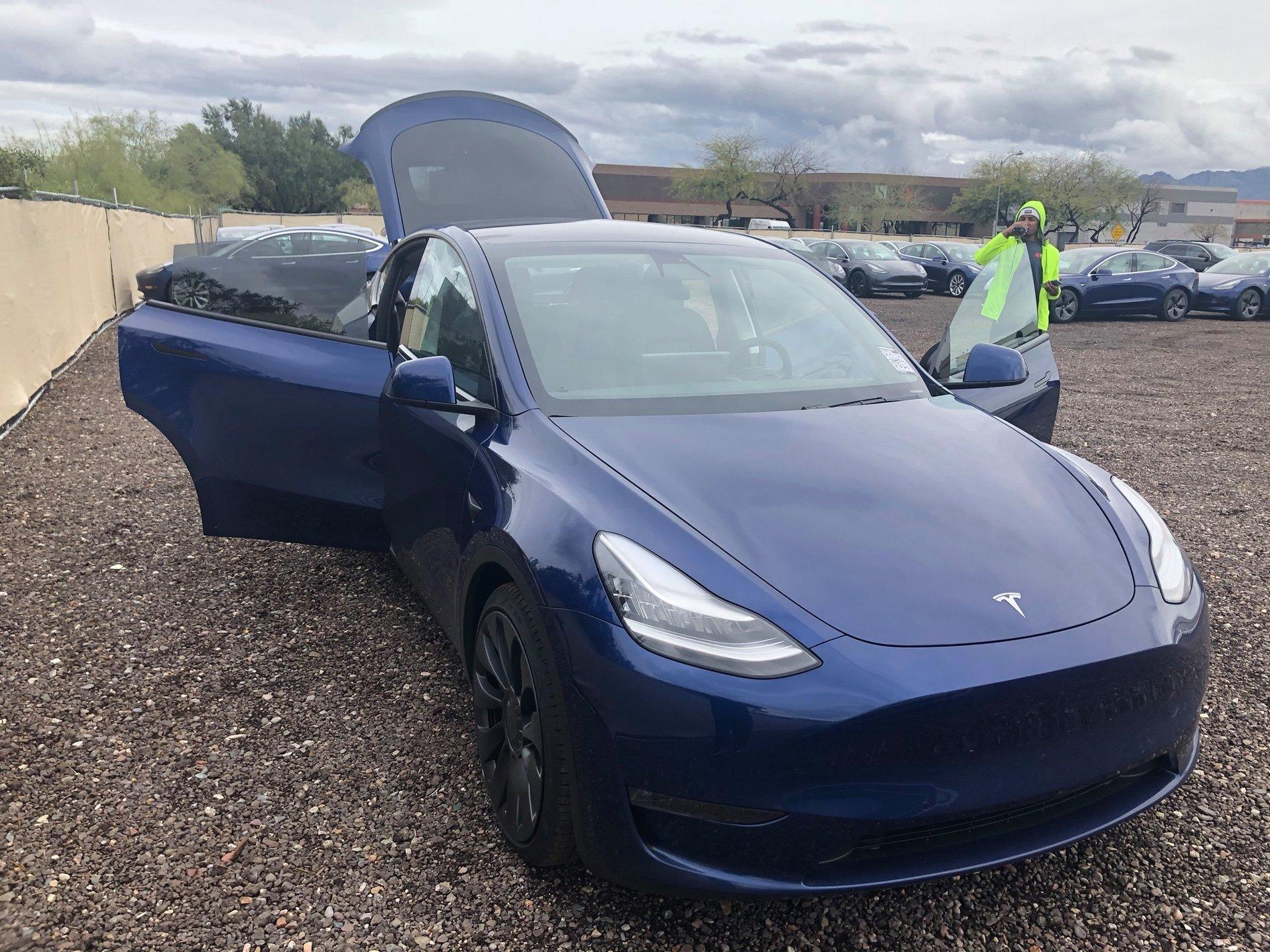Así es el nuevo Tesla Model Y, ¡al natural!