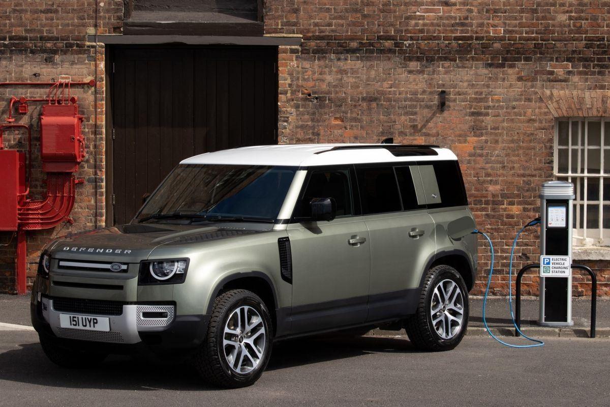 El Land Rover Defender recibe la versión híbrida P400e