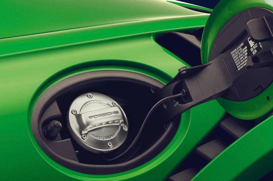 Porsche comenzará a producir combustible sintético en 2022: Será compatible con los motores de combustión actuales